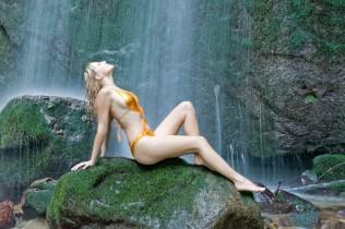 Wasserfall Fotoshooting, Bademode, Monokini,