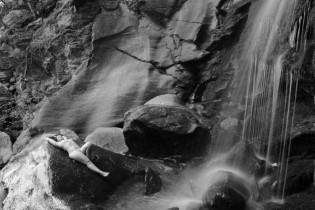 Akt, Nude Art, Teilakt, Wasserfall, Outdoor Fotoshooting