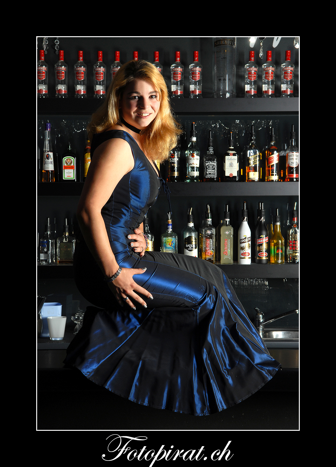 Fotoshooting, On Location, Bar, Modelagentur, Fotomodel, Ballkleid