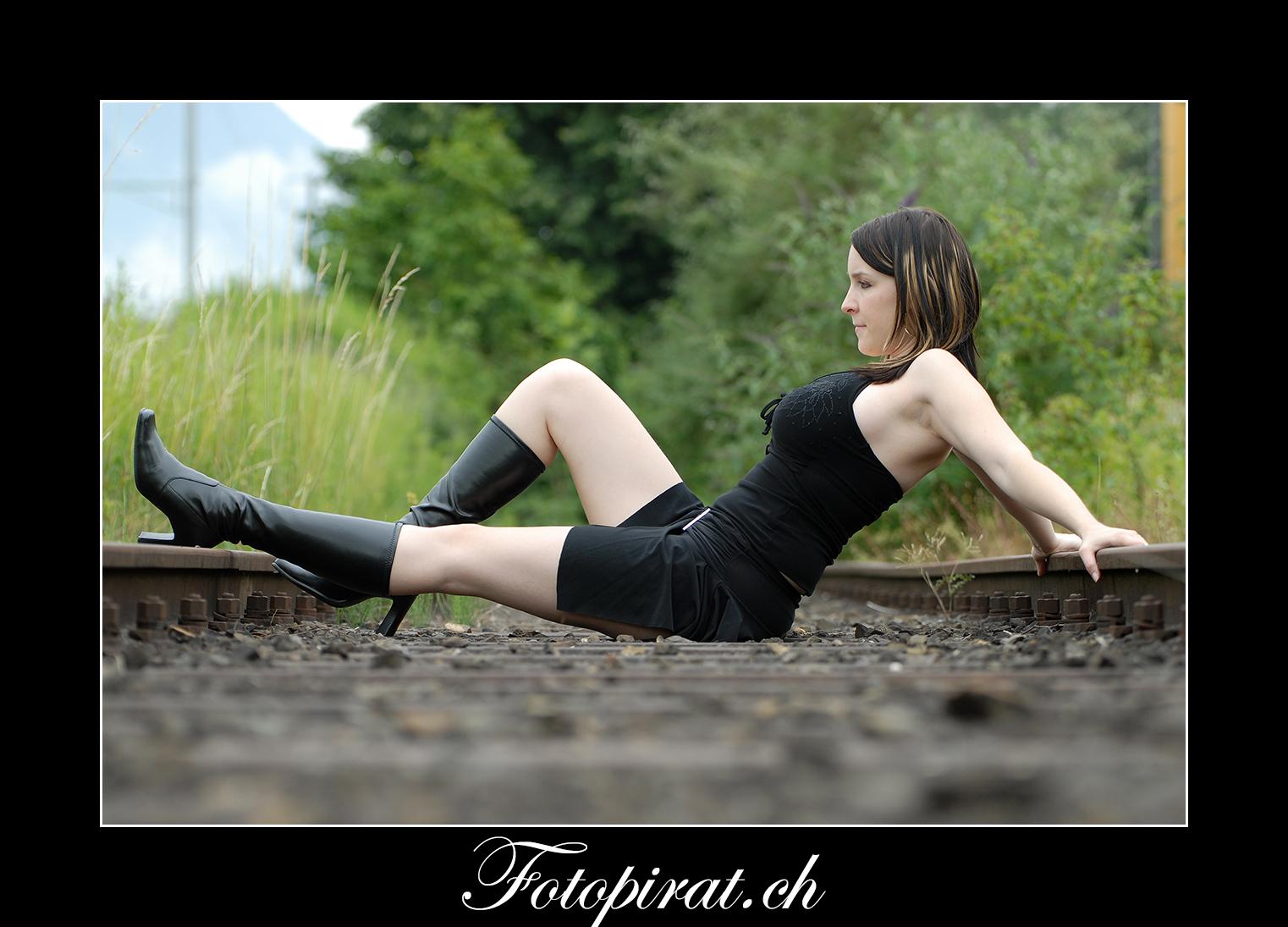 Fotoshooting, outdoor, Modelagentur, sexy Model, Sportmodel, Fitnessmodel, grosse Brüste, schwarze Stiefel