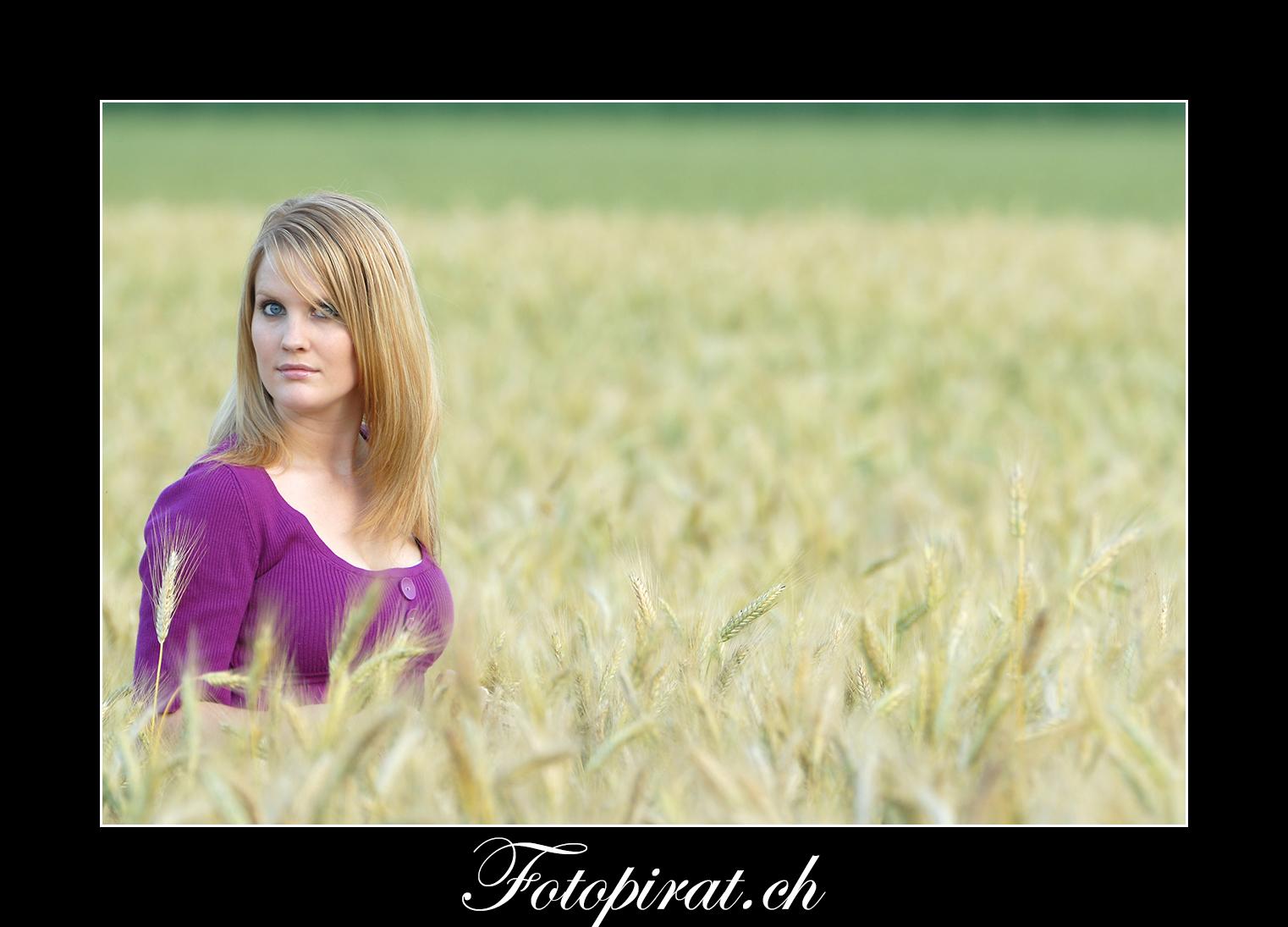 Fotoshooting, outdoor, Modelagentur, sexy Model, Fitnessmodel, Kornfeld, blondes Fotomodel