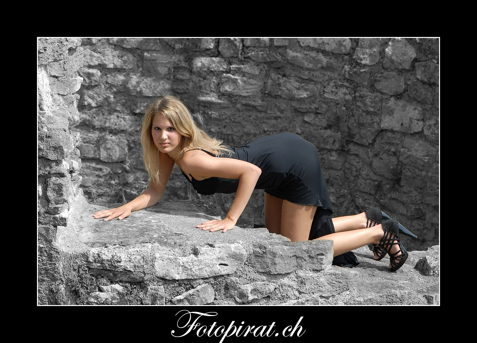 Fotoshooting, outdoor, Modelagentur, sexy Model, Fitnessmodel, Ballkleid, Burg, blondes Fotomodel