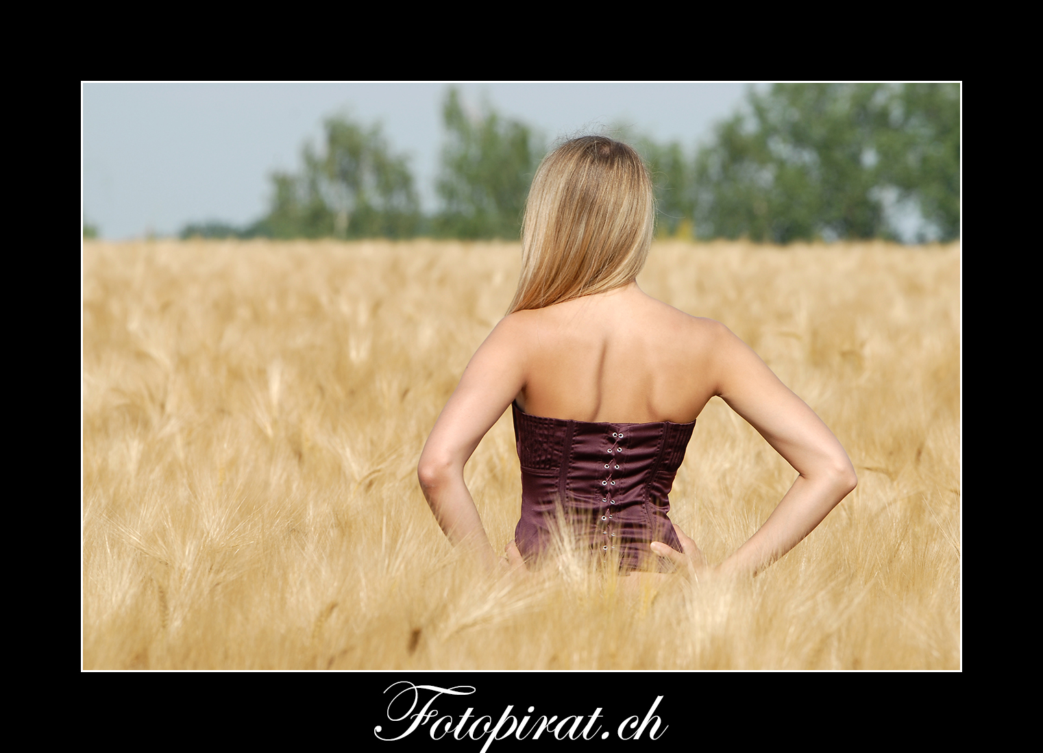 Fotoshooting, outdoor, Modelagentur, sexy Model, Sportmodel, Fitnessmodel, Kornfeld, Korsett