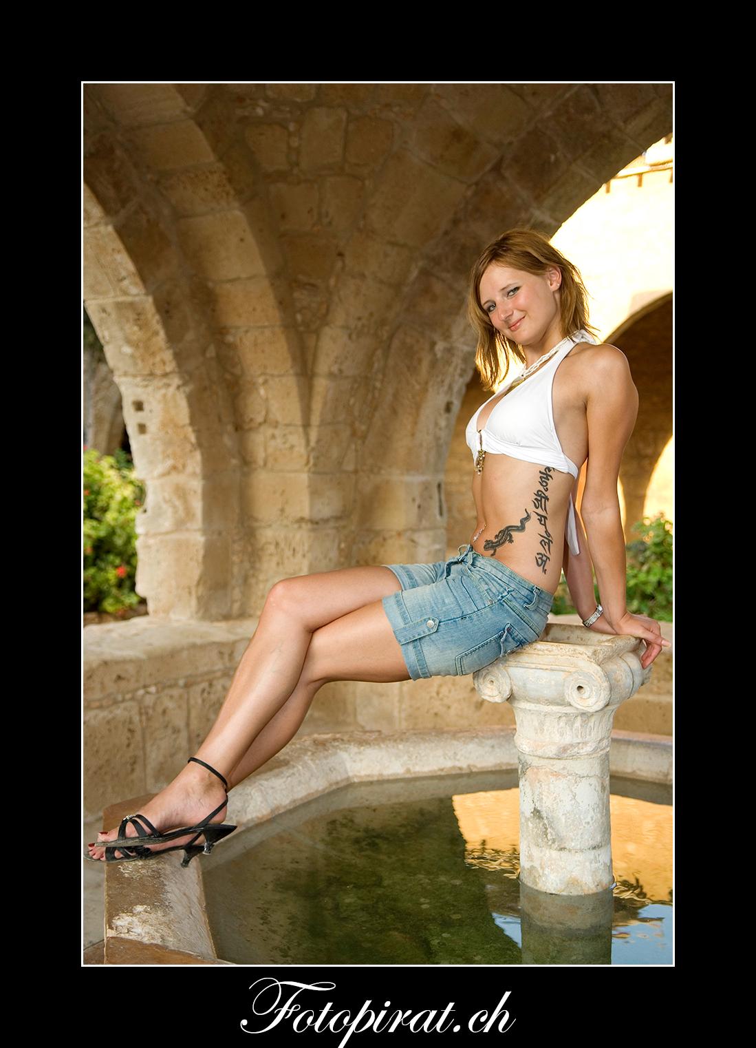 Fotoshooting On Location, Kloster Ayia Napa, Monokini, Modelagentur, Sportmodel, Fotomodel