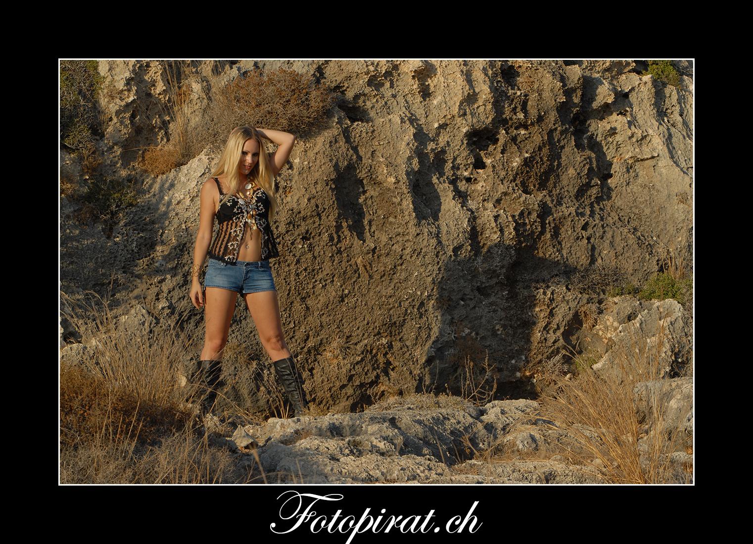 Fotoshooting, outdoor, Modelagentur, sexy Model, Fitnessmodel, blondes Fotomodel, Bachelor, Carmen Rüttimann