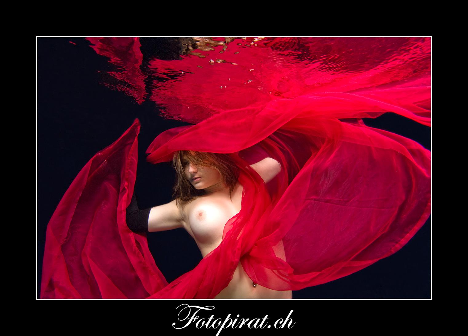 Fotoshooting, Fotostudio, Akt, Nackt, Nudeart, Nude, Modelagentur, Fotomodel, erotik, grosse Brüste, Unterwasser Fotoshooting