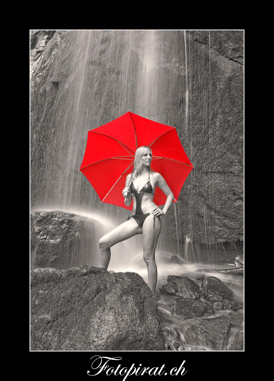 Fotoshooting, outdoor, blondes Fotomodel, Modelagentur, Wasserfallshooting, Monokini. eyecatcher