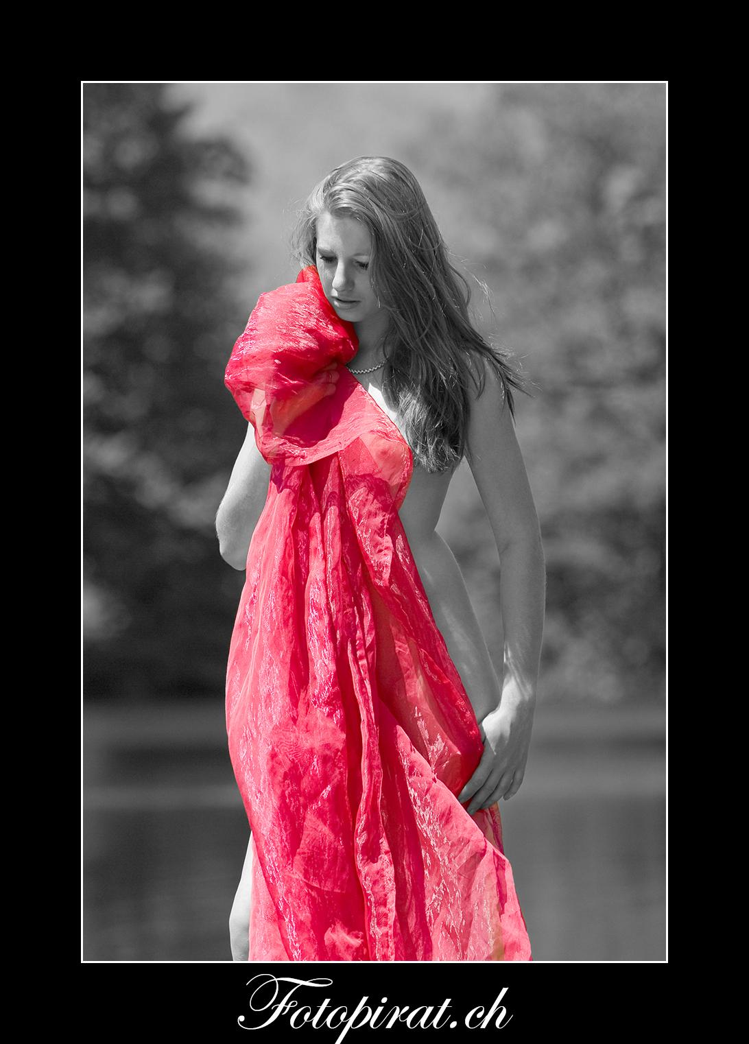 Fotoshooting, outdoor, blondes Fotomodel, Modelagentur, eyecatcher, verdeckter Akt, Nude, Nudeart