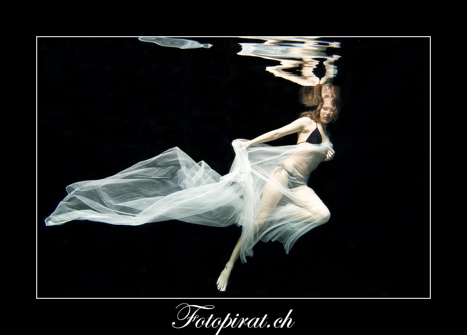 Unterwasser Fotoshooting, underwater Photoshooting, Teilakt, Nude, Fotoshooting Zürich