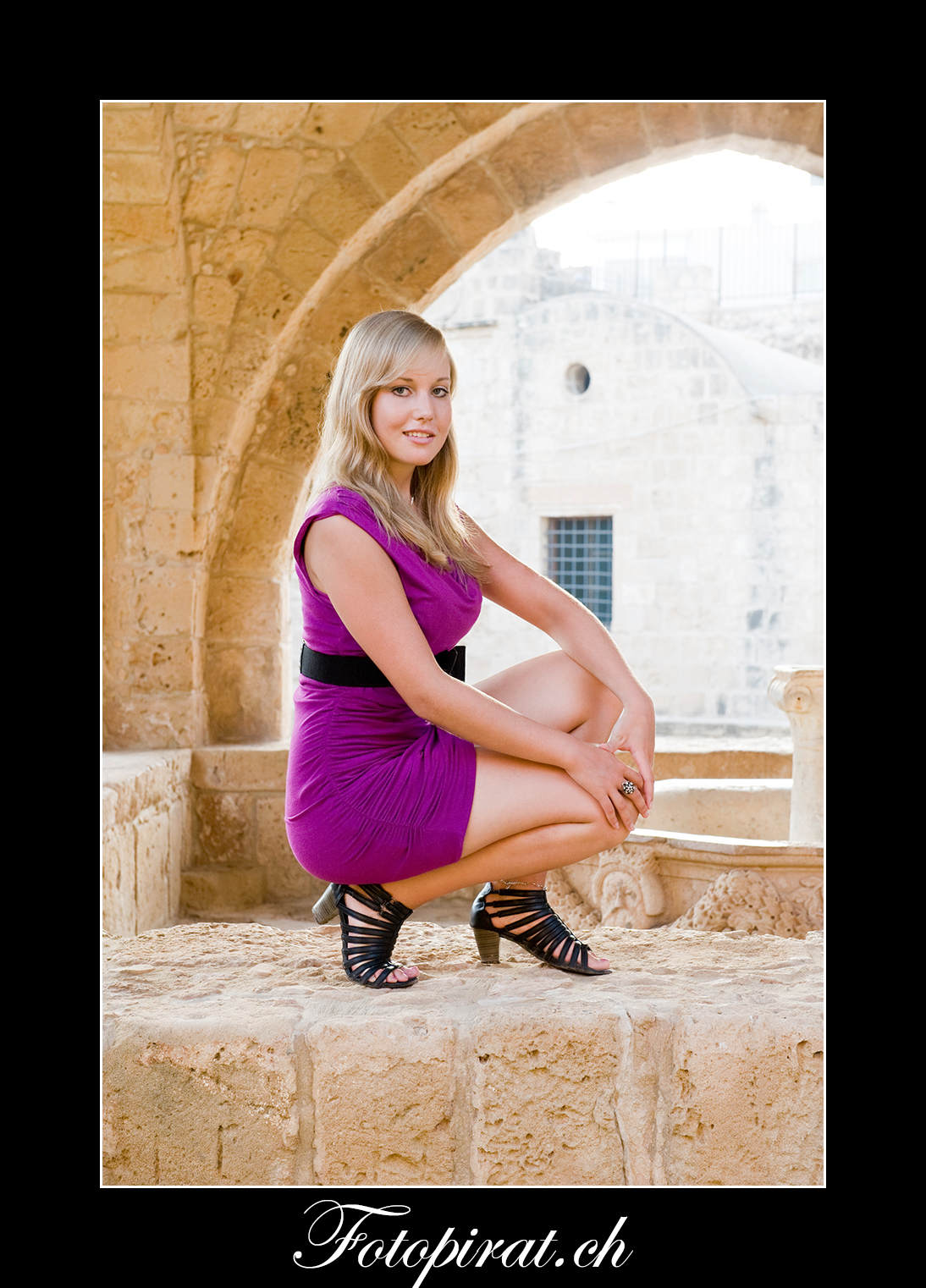 Fotoshooting, On Location, blondes Fotomodel, Modelagentur, Sportmodel, Kloster Ayia Napa, Fotomodel