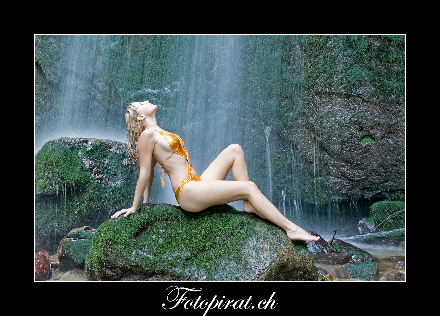 Fotoshooting, outdoor, blondes Fotomodel, Modelagentur, Wasserfallshooting, Monokini