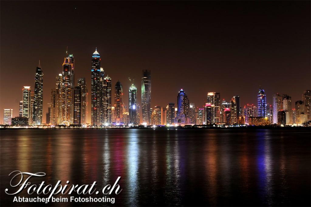 Dubai_Skyline_mit Logo